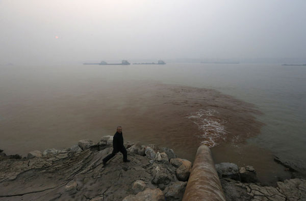 A factory pumps pollutants into the Yangtze River.