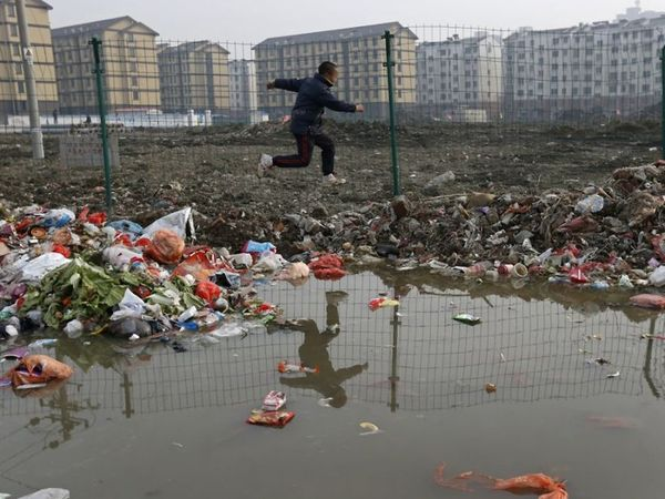Jiaxing's waste clearly isn't being collected.