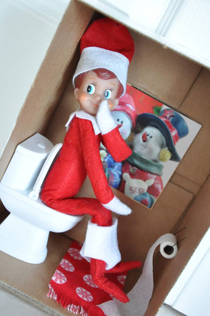 This Dad Dressed Up As Elf On The Shelf For 24 Days Poplyft