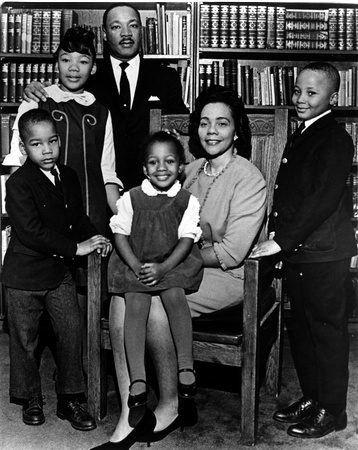 King, with his wife Coretta Scott King and their children Yolanda, Dexter, Bernice, and Martin III.