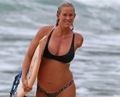 Bethany-Hamilton-and-Her-Baby-Bump-Have-an-Impressive-Surf-Session-Sign-up-for-PSTextMe-link-in-bio-