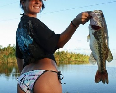 hot-girls-fishing-5